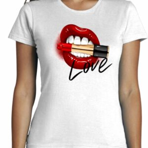 Camiseta con labios rojos y pintalibios